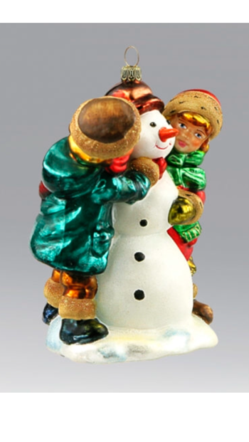 Ёлочная игрушка Дети лепят снеговика