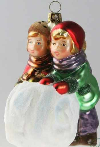 Ёлочная игрушка Дети с комом снега