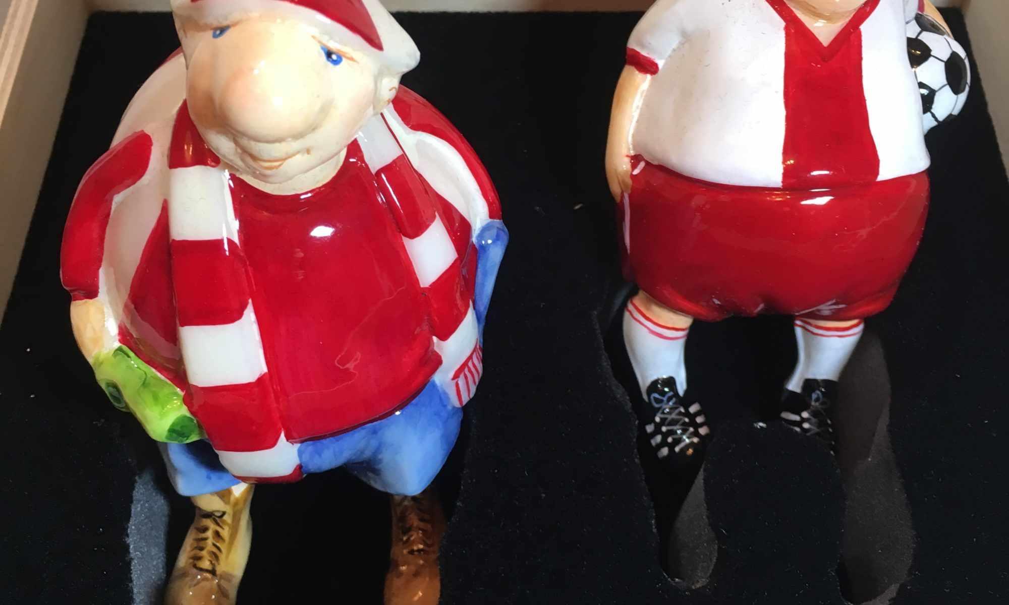 Ёлочная игрушка Футболист с фанатом . Mostovski